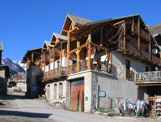 Chambres et table d 39 hotes les oules chateau ville vieille accueil paysan paca - Chambre d hotes hautes alpes ...
